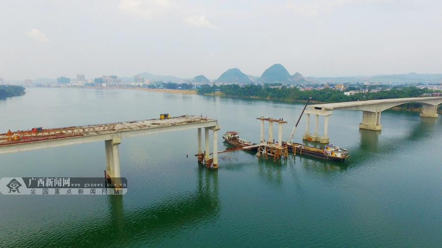 三柳高速融安县长安二桥最后一组桥墩顺利出水