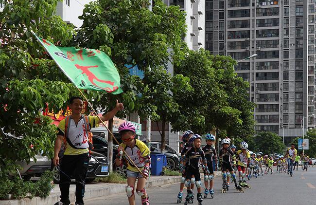 第九届广西体育节来宾会场开幕 2000人上街健身走