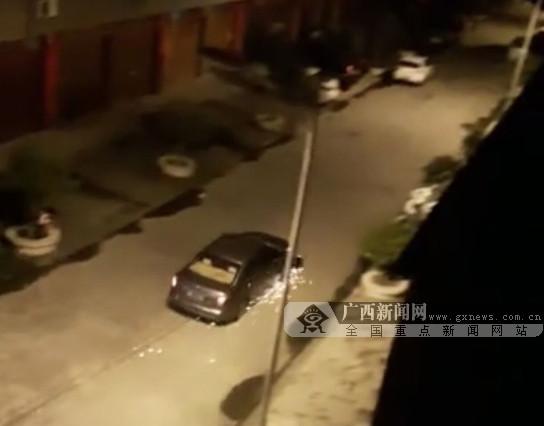 玉林发生一起逃逸交通事故 男子被拖行近千米(图)