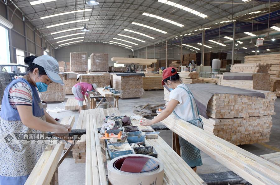 竹木产品增值促就业 三江发展竹木产业助脱贫(图)