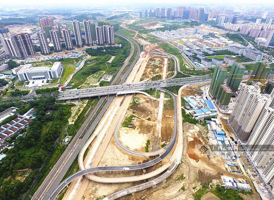 8月10日焦点图:南宁东西向快速路东段主线计划月底通车