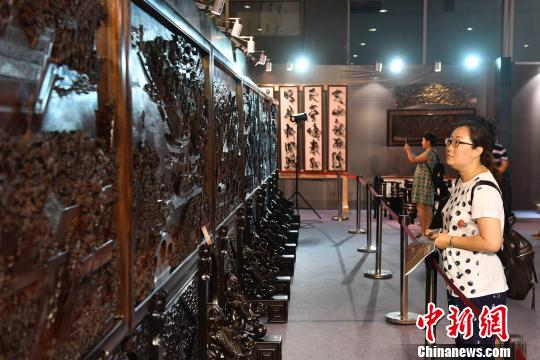 中国民间工艺博览会开幕唐卡画卷等精品荟萃
