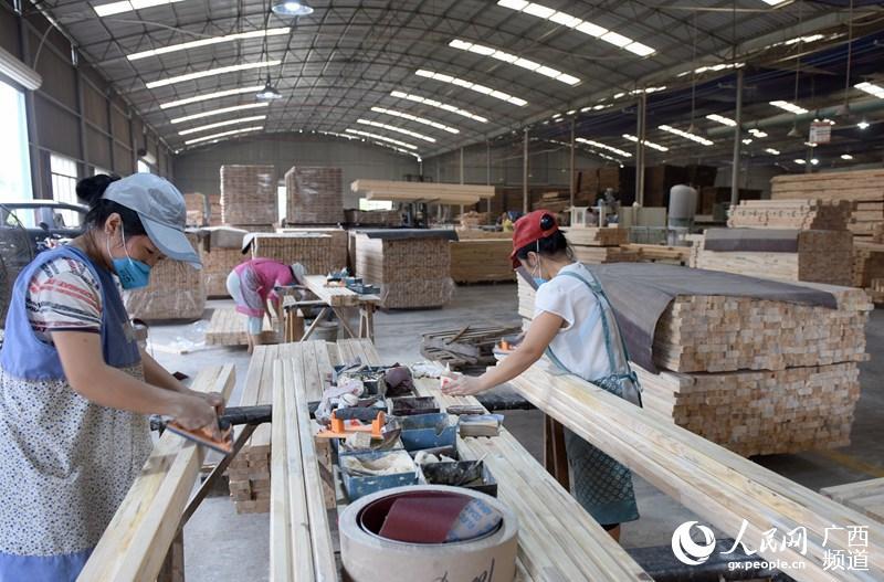 广西三江:竹木产业助脱贫