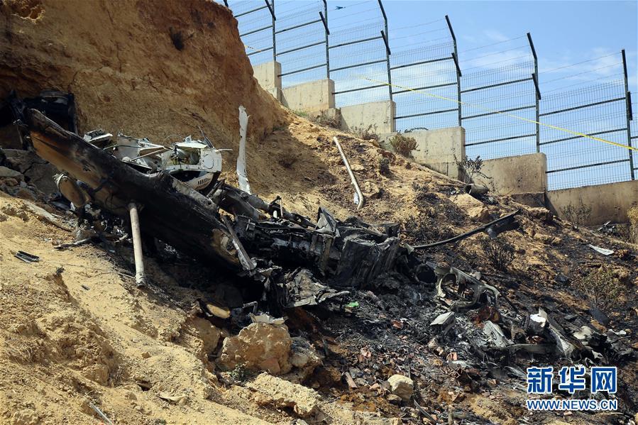 (国际)(1)阿尔及利亚一架直升机坠毁4人遇难