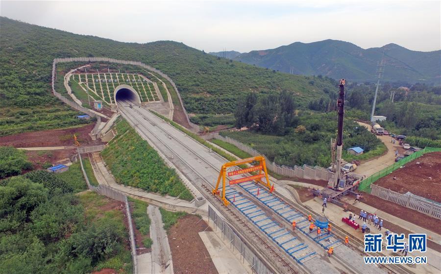 (经济)(2)京沈高铁辽宁段轨道板铺设完成