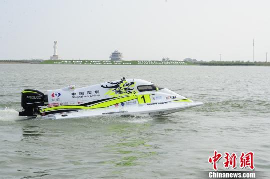 图为中国深圳天荣F1摩托艇。 王舒 摄