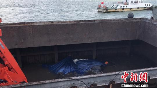 越南籍杂货船进水广西钦州海上搜救中心解救8人