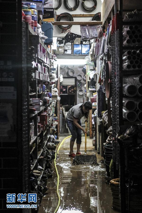 (社会)(2)湖南岳阳县张谷英镇遭洪水袭击