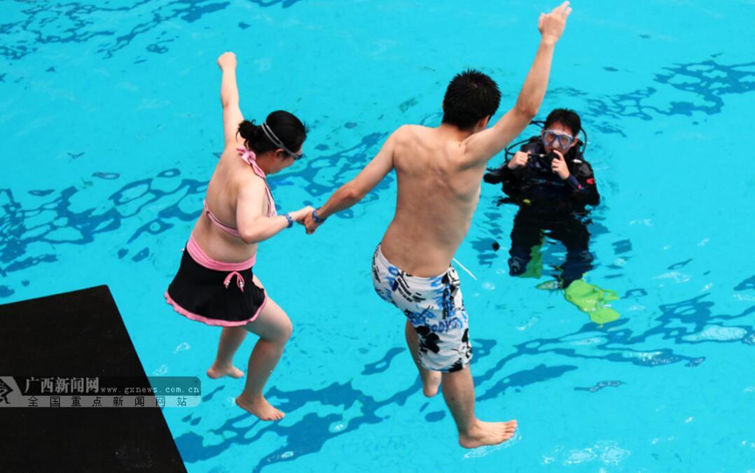广西体育中心第四届炸水花赛热闹好玩 明年还举办