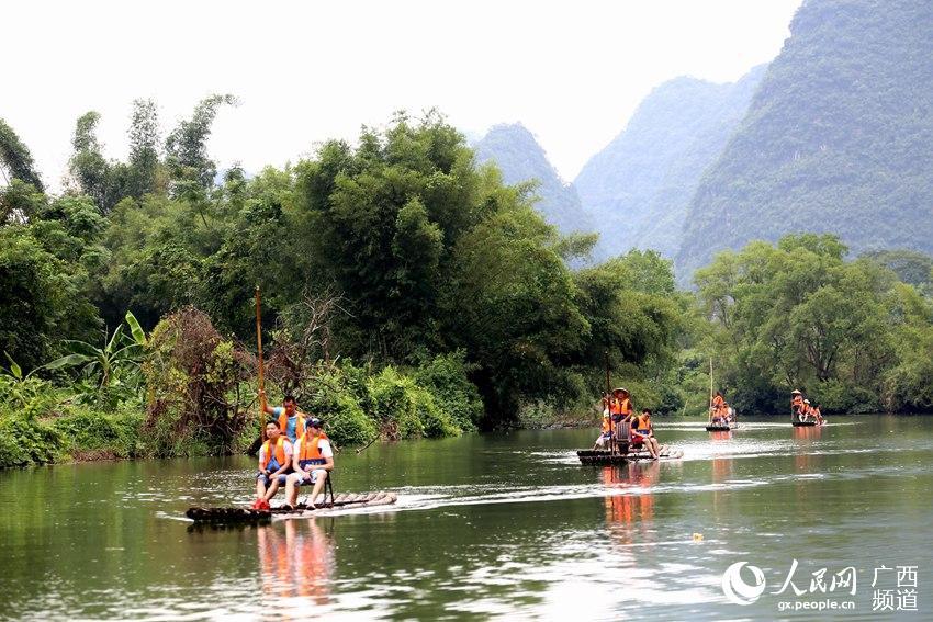 广西阳朔:遇龙河漂流赏美景