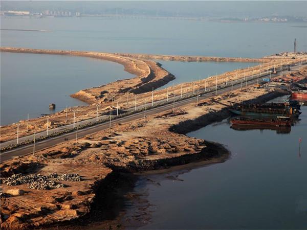 钦州:吹沙填海十余年建保税港区
