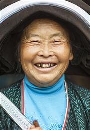 吹口弦的老奶奶