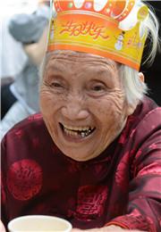 百岁寿星的微笑