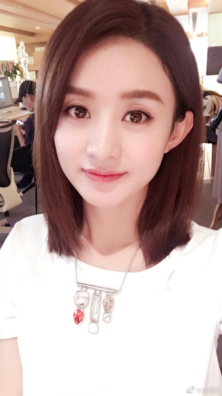 赵丽颖一次晒7张自拍 发型多变灵动可爱