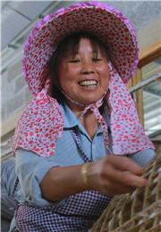 村民享受劳动竞赛的乐趣