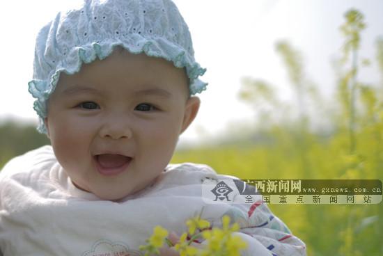 孩子可爱笑脸图片
