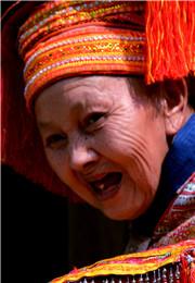 瑶族老奶奶的笑容