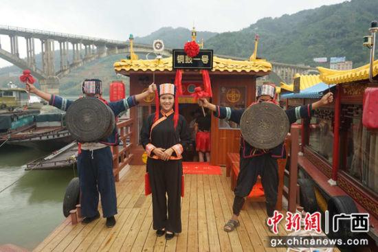 """广西东兰红水河新增""""铜鼓一号""""仿古画舫游船"""