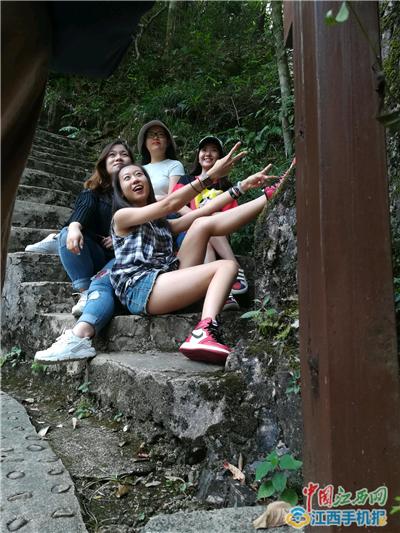情迷东江源 全国知名网站记者编辑徜徉安远三百山生态保护区