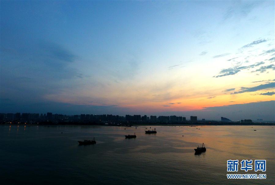 渔港之晨 风云变幻