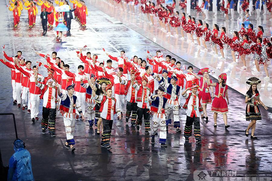 第十三届全运会大幕拉开 广西代表团闪亮出场(图)