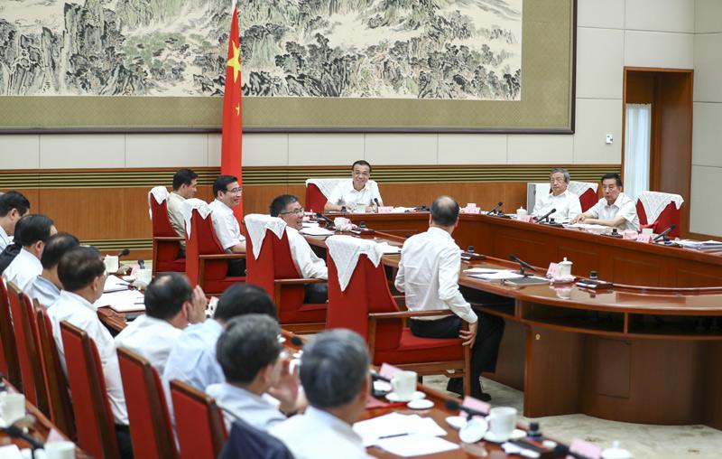 柳工集团董事长曾光安向国务院总理李克强汇报工作