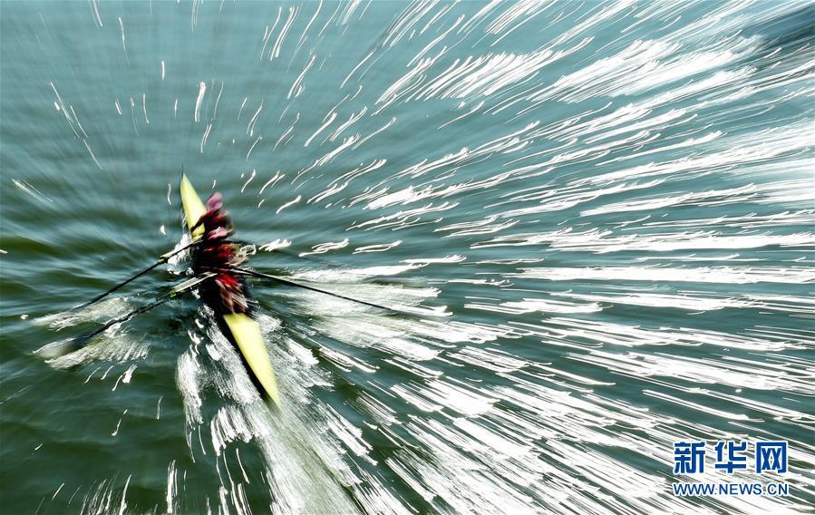 当日,第十三届全运会赛艇项目在天津市海河吉兆桥段进行了最后
