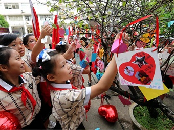 高清组图:南宁市中小学开学典礼创意多多