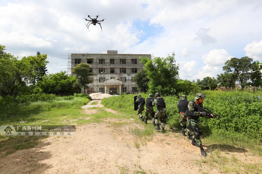 高清:无人机狙击手齐上阵 临退伍老兵最后一次演练