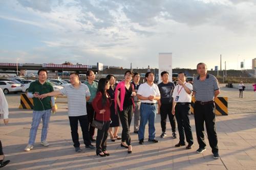 学会理事在新疆实地调研文化体育发展。中国技术经济学会供图