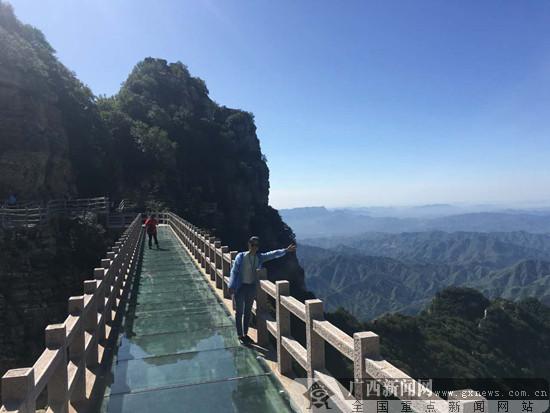 网媒记者探访北方第一奇山——白石山(组图)