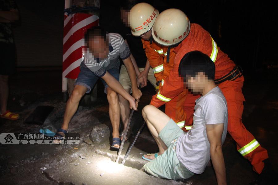 东兰:男子夜间归家路上不慎被卡排水沟(组图)