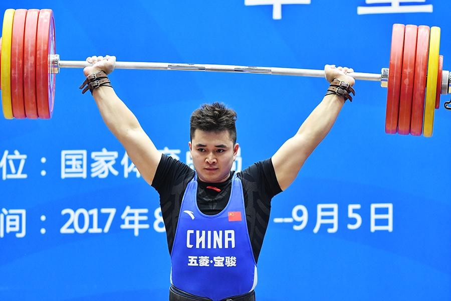 高清:吴长升为广西夺得第13届全运会首枚举重奖牌