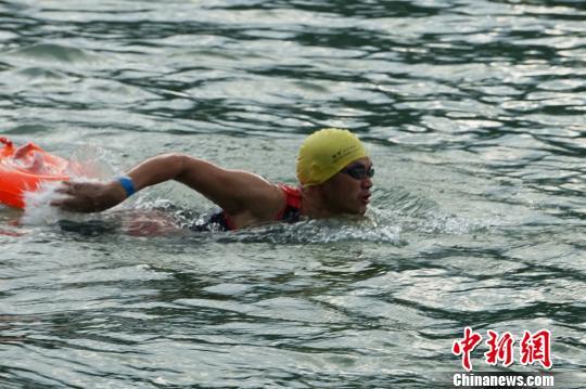 逾八百名中外选手参加桂林阳朔铁人三项赛