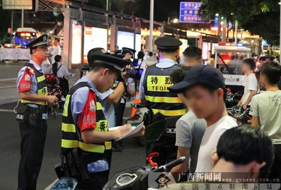 """南宁警方开展服务""""两会""""社会治安综合整治行动"""