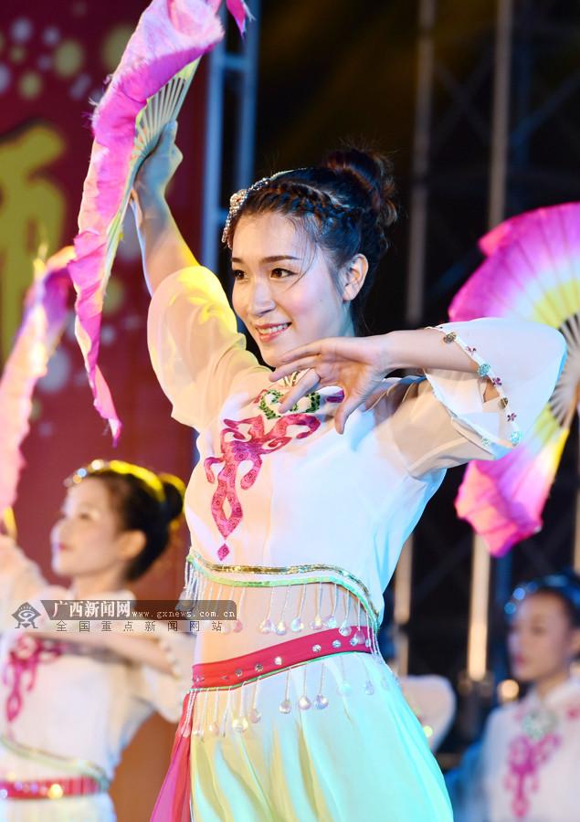 罗城:师生载歌载舞喜迎第33个教师节(组图)