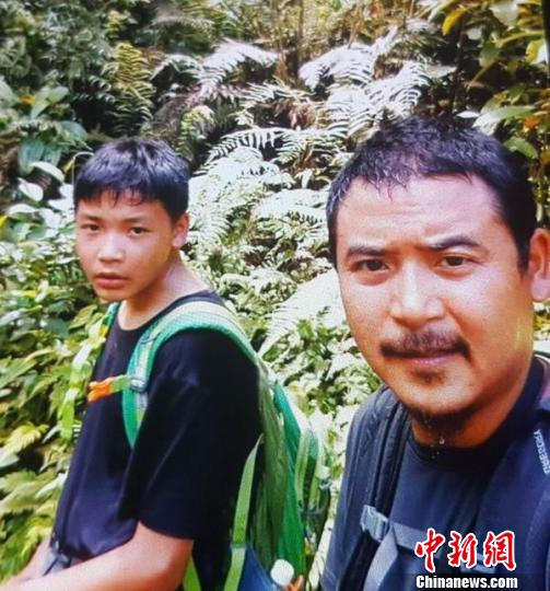 穿越丛林。受访者 供图