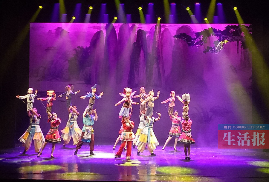 木偶歌舞剧《刘三姐与阿牛哥》首演 浓浓壮乡情