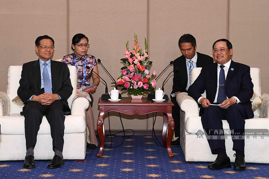 陈武会见老挝副总理宋赛