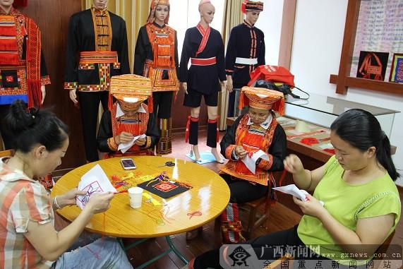 弘扬民族文化 金秀举办瑶族织绣技艺培训班