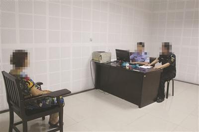 报警抓自己的吸毒孕妇在接受调查