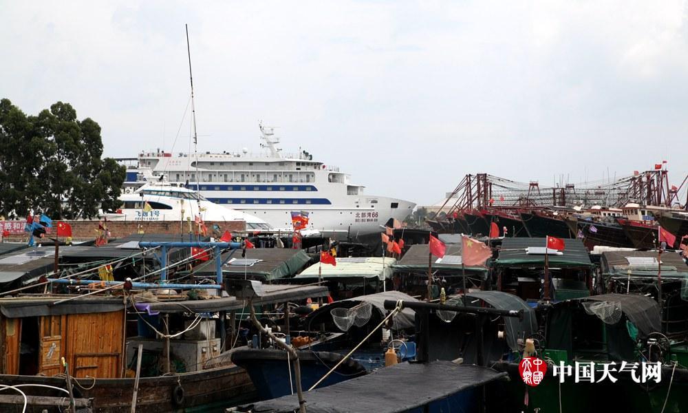 受台风影响 北海客船停航海滨浴场关闭