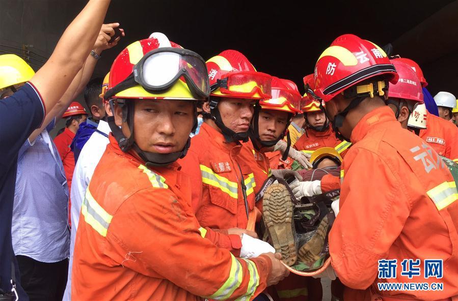 (图文互动)云南西双版纳隧道9名施工人员被困50小时后获救