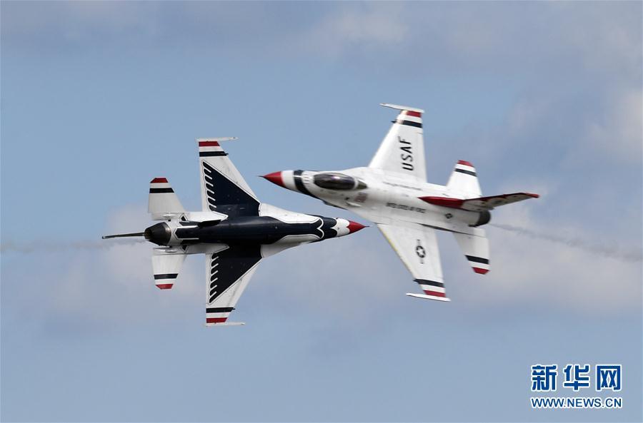 (国际)(1)美安德鲁斯空军基地举行飞行表演