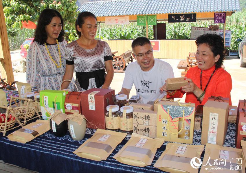 """广西宁明:世界文化遗产地群众吃上""""旅游饭"""""""