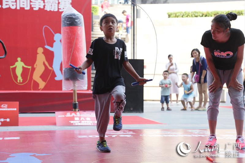 """广西评出民间家庭""""跳绳王"""" 7岁男孩成夺冠主力"""