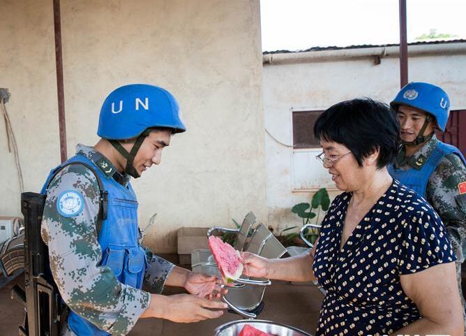 """在战乱国家南苏丹开医院的中国""""60后""""夫妇"""