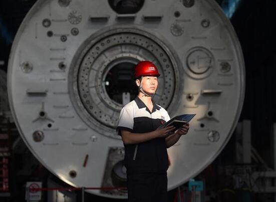 """我在""""中国企业500强""""的车间当书记"""