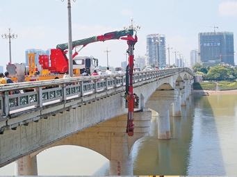 高清:南宁邕江一桥体检