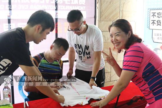 徐晨现场助阵2017李宁李永波杯3v3羽毛球赛南宁站
